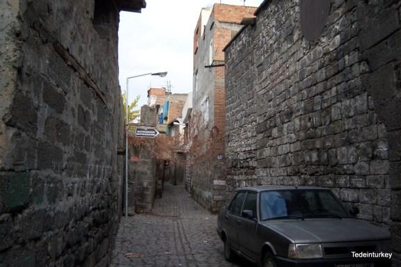 Tipikus szűk utcácskák, sajnos nagyon koszosak