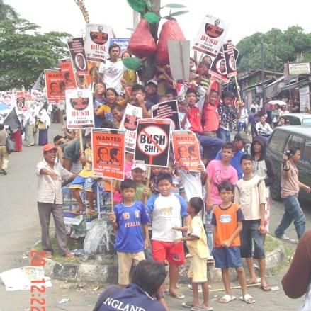 Melawan Bush is a Family Event