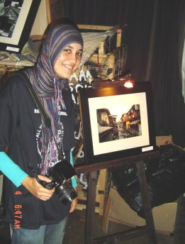 muni and her photograph, Human Rights event, Kemang, Dec 4 2006