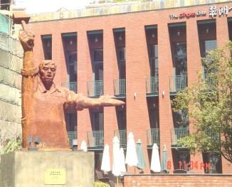 socialist statue elite club