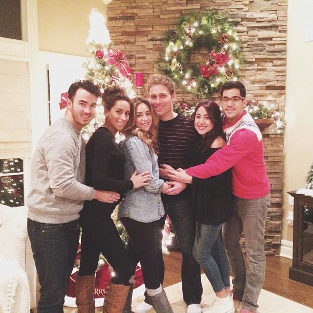 Kevin And Danielle Jonas Help The Deleasas Trim Their