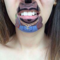 Гримьор рисува анимационни герои по устните