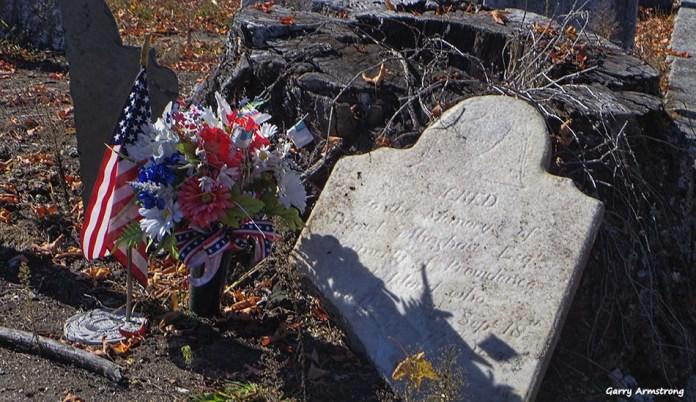 72-broken-tombstone-autumn-uxbridge-ga-10072016_122