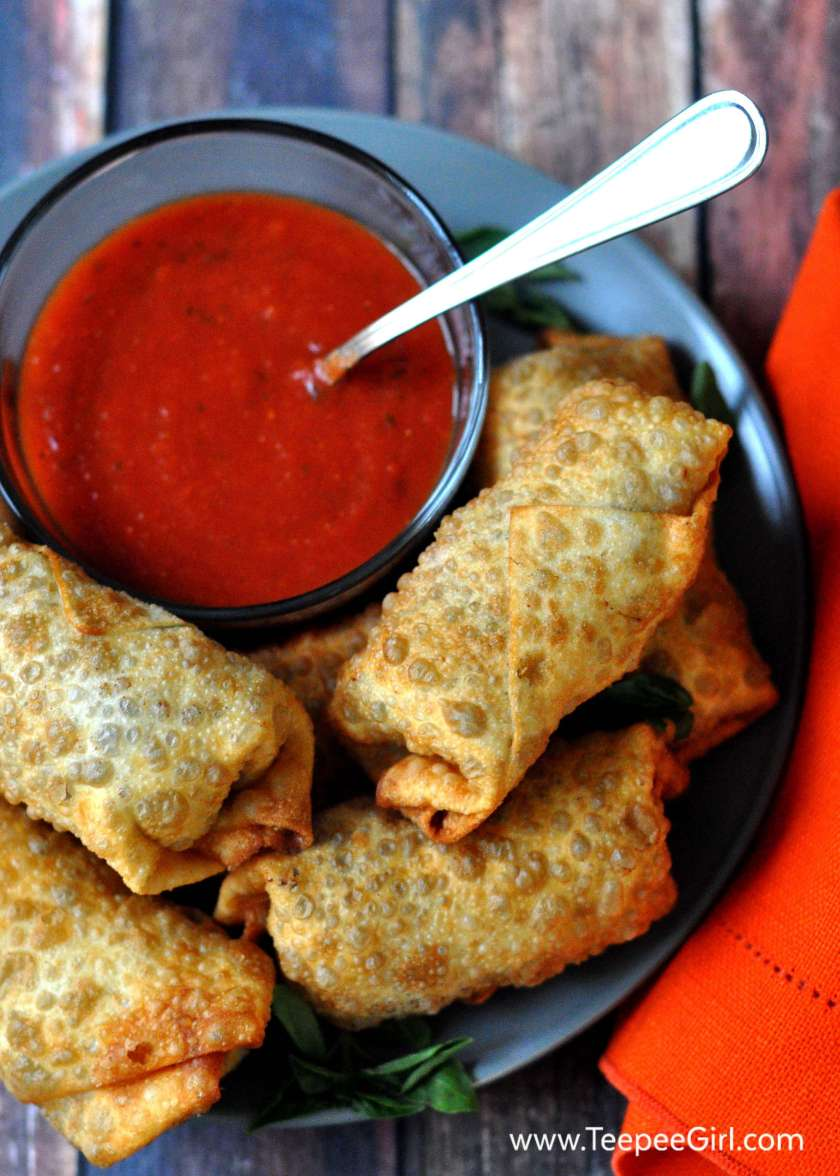 These pizza rolls are delicious crowd pleasers! www.TeepeeGirl.com