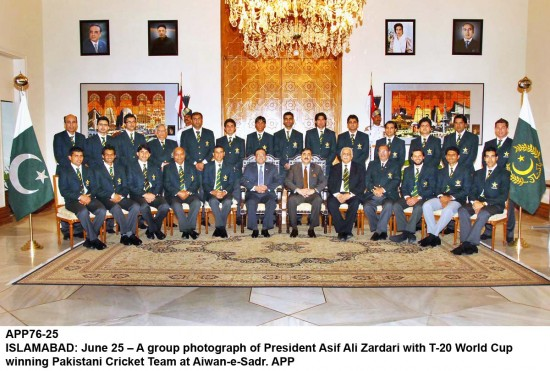 Pakistan Cricket team at the Presidency without the Quaid-e-Azam portrait