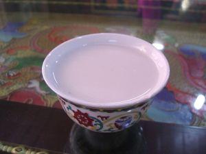 800px-Yak_Butter_Tea_-_Shuzheng_Tibetan_Village