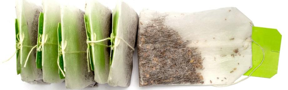 Teepussien hieno teemurska menettää nopeasti aromikkaat öljynsä ja tee väljähtää. Irtotee pysyy tuoreena ja maukkaana paljon pidempään, ja jotkut teelaadut voivat jopa ikääntyä ja maku paranee ajan myötä.