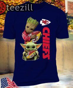 Baby Yoda and Baby Groot hug Kansas City Chiefs Tshirt