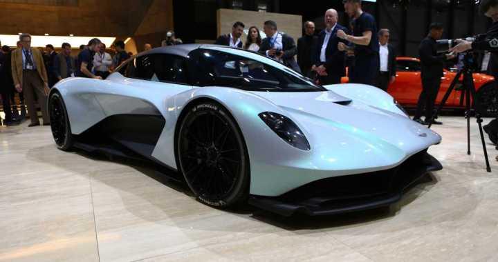 El Aston Martin AM-RB 003 es un Hypercar de motor mediano totalmente nuevo