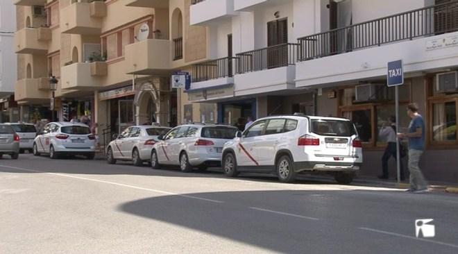 23/03 Santa Eulària ha desconvocat la vaga  de taxis després d'arribar a un acord amb l'ajuntament