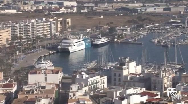 11/04 Formentera aprova un manifest contra el trasllat de l'estació dins Vila