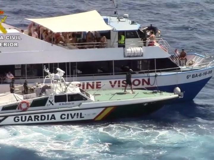 08/08 Inspeccionen les 'Party Boats' en plena festa