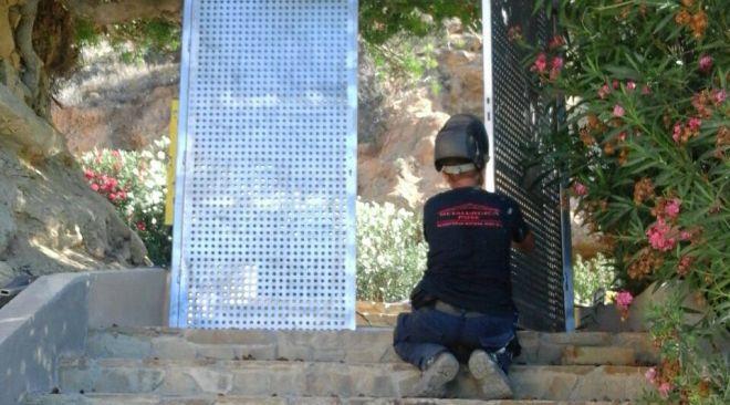 26/08 VÍDEO: Construeixen una porta a l'accés a Sa Caixota