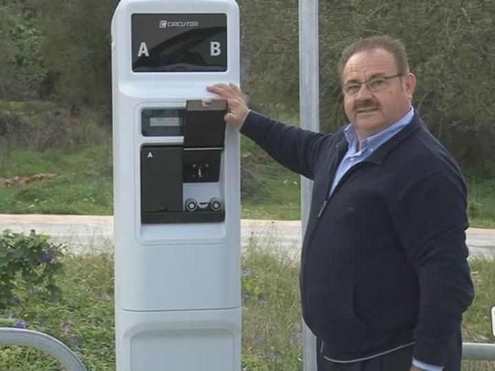 21/11 Sant Joan ja té carregador de vehicles elèctrics