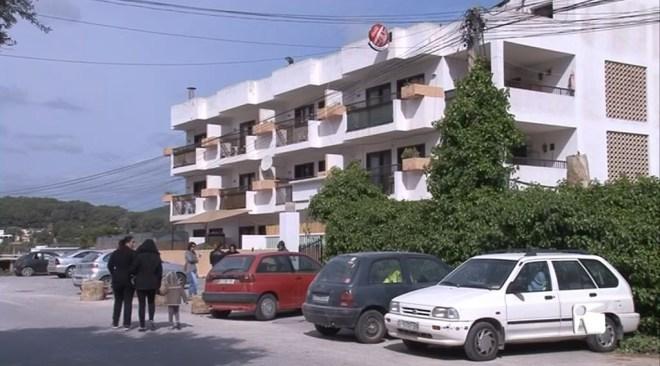 20/04 Tallen la llum als veïns de Ses Roques, a l'espera de ser desnonats