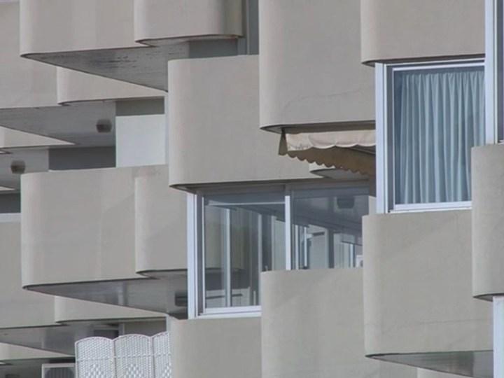 10/04 El Consell comprarà 7 milions d'euros en pisos