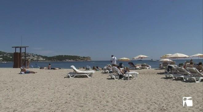 11/04 Turistes que venen a Eivissa i residents que surten de l'illa