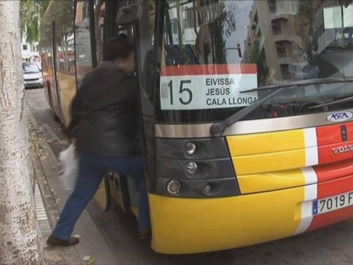 09/01 Els usuaris demanen millores a les línies d'autobús d'Eivissa