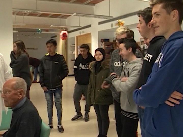 11/02 Alumnes de l'Institut de Formentera visiten el Centre de Dia de l'illa