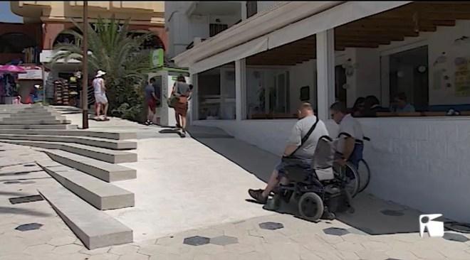 22/07/2019 Critiquen la falta d'accessibilitat del nou passeig de ses Figueretes