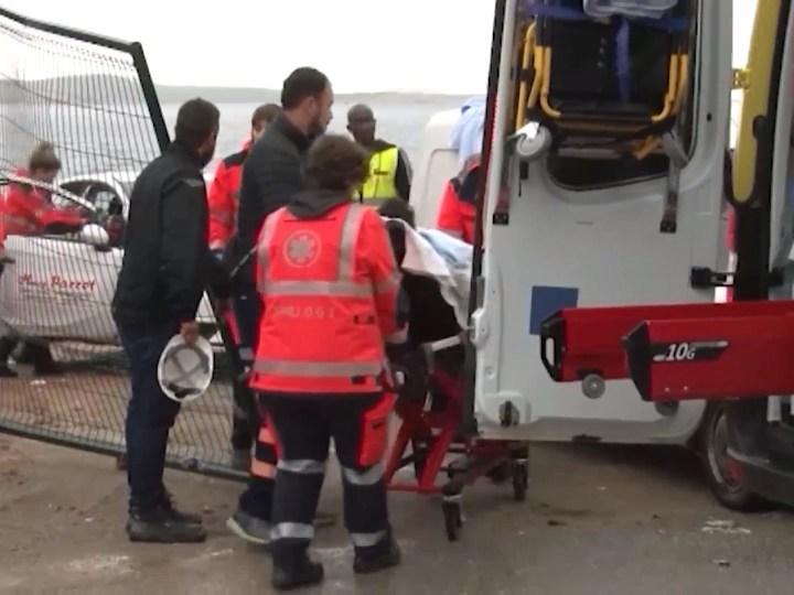 22/10/2019 Tres ferits lleus pel cap de fiblo, que ha tombat una caseta d'obra quan estaven dins