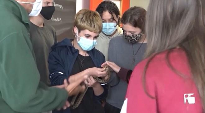 20/04/2021 Els alumnes aprenen a lluitar contra les serps