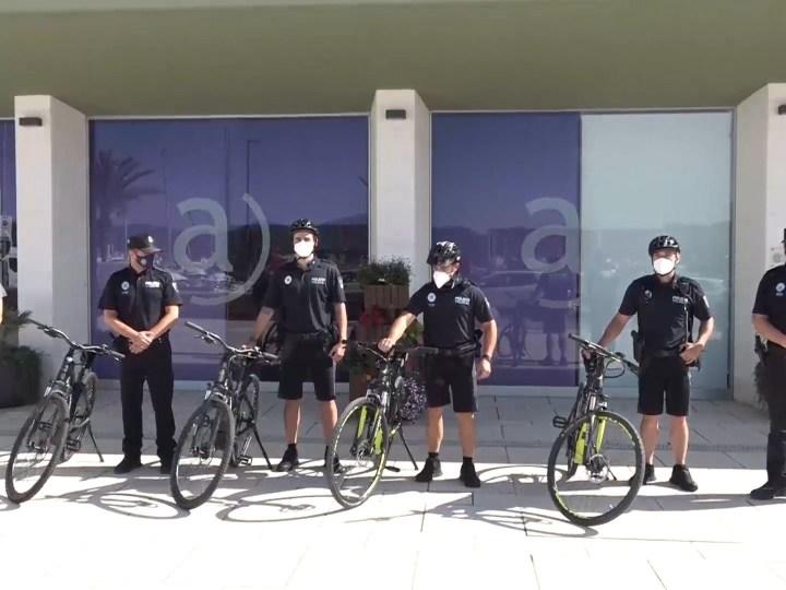 06/07/2021 Policies en bicicleta contra la venda ambulant