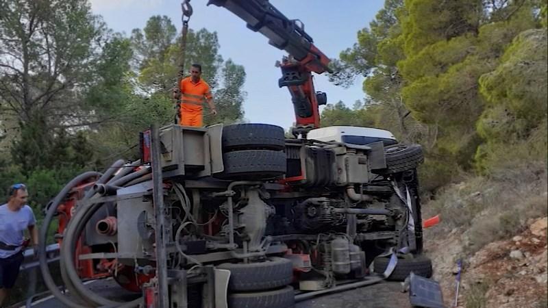 20/09/2021 Carretera tallada durant hores per un camió bolcat
