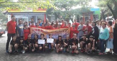 43 Pebasket asal Serdang Baru 1 Malaysia berfoto bersama saat bertandang di Kabupaten Bantaeng. FOTO : SYAMSUDDIN