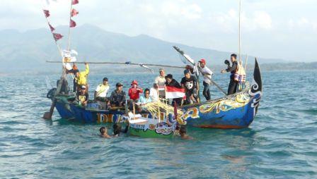 Larung Sesaji Sedekah Laut Warga Desa Bandungharjo