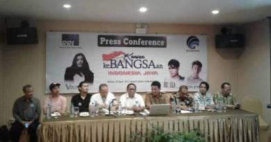 Direktur Utama RRI Pusat M. Rohanuddin bersama sejumlah artis ibukota yang akan memeriahkan HUT Kota Kendari saat menggelar konprensi pers di salah satu hotel di Kendari. FOTO : FA