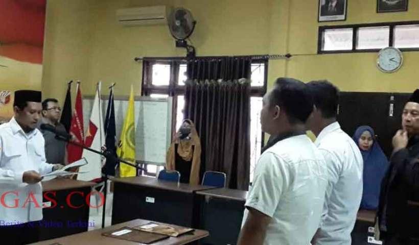 Ketua KPU Kendari Lantik Dua PAW PPS Kecamatan Puuwatu
