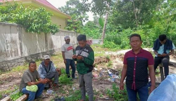 masyarakat yang berasal dari desa Lowu-Lowu