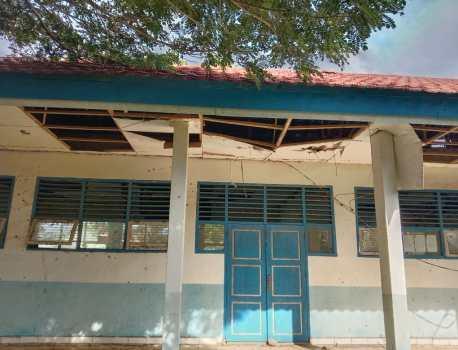 Ketgam : Tampak gedung SMKN 1 Bombana yang tidak terawat
