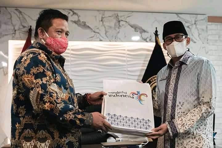 Bupati Muna, LM Rusman Emba bersama Menparekraf, Sandiaga Uno
