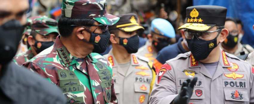 PANGLIMA TNI Marsekal Hadi Tjahjanto bersama Kapolri Jenderal Listyo Sigit Prabowo melakukan pemantauan terkait penerapan Protokol Kesehatan (Prokes) penanganan Covid-19 atau virus corona di Pasar Tanah Abang, Jakarta Pusat.