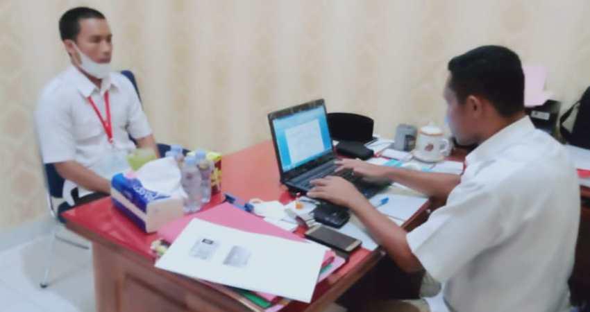Ketua Tim Penyidik Kejari Konsel, Safri Abdul Muin saat melakukan pemeriksaan terhadap salah seorang saksi