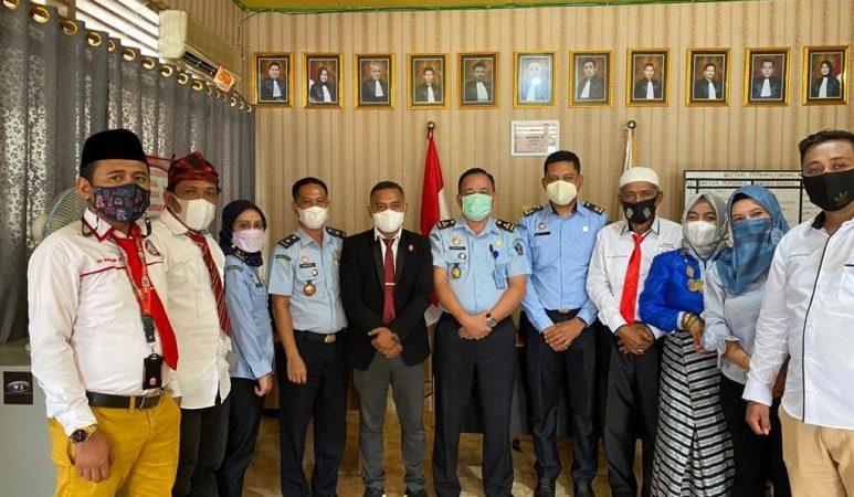 Foto bersama Kemenkum HAM Kanwil Sultra bersama LBH HAMI Baubau