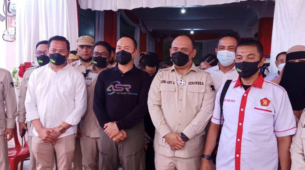 Foto Saat Mayjen TNI Purnawirawan Andi Sumangerukka meresmikan Kantor Partai Gerindra sekaligus sebagai Posko pemenangan ASR Di Kolaka