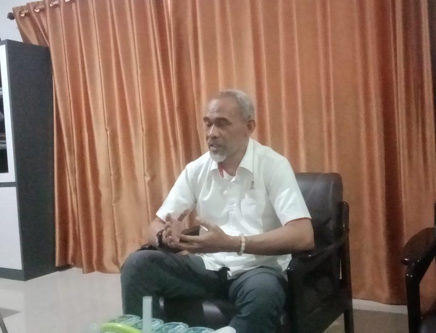 Sekretaris Umum KONI Sultra, Tahir Lakimi saat bincang santai dengan awak media tegas.co