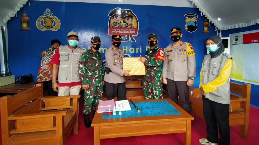 Dandim Bersama Kapolres Jepara saat Periksa Langsung Pos Pelayanan dan Pengamanan Operasi Lilin Candi