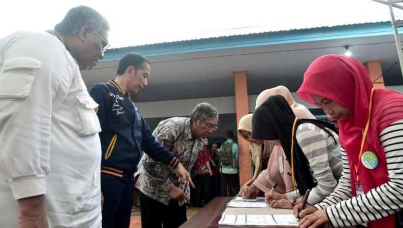 Presiden Jokowi Serahkan 2.010 Sertifikat Tanah Untuk Rakyat