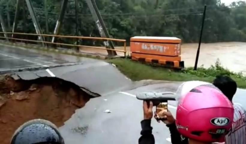 Banjir, Jembatan Penghubung Kabupaten Putus