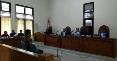 Majelis Hakim Pengadilan Tata Usaha Negara (PTUN) Yogyakarta menolak gugatan mereka atas SK Gubernur DIY tentang Penetapan Upah Minimum Kabupaten/Kota 2017. FOTO : NADHIR