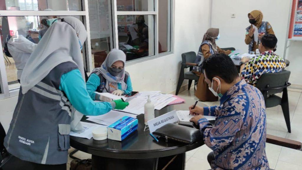 OJK Sultra Laksanakan Vaksinasi Sektor Jasa Keuangan