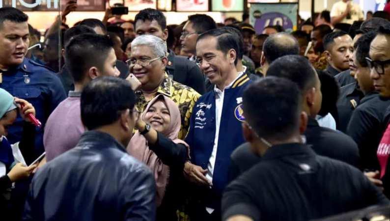 Gubernur Sultra Ali Mazi Sambut Presiden Jokowi