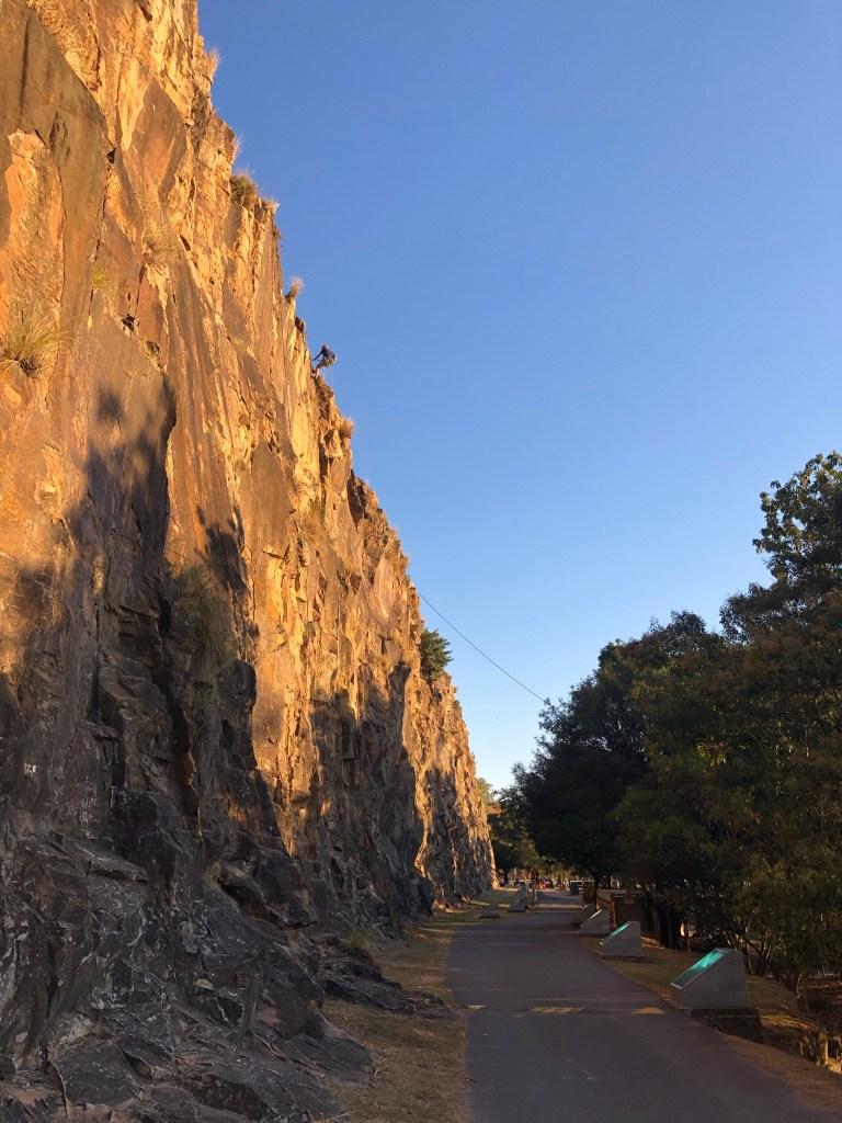 Kangaroo point cliffs walking path