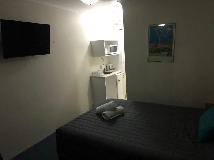 Reign Inn motel room