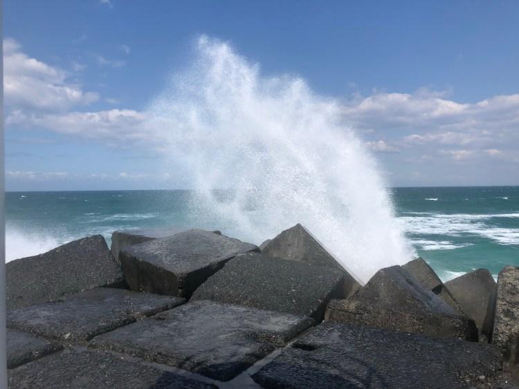 Wave crashing on rocks