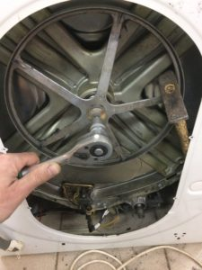 Открутить шкив барабана стиральной машины